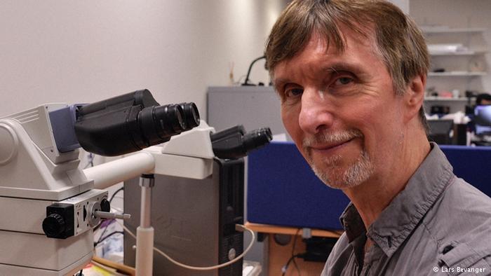 Dr Ian Hampson